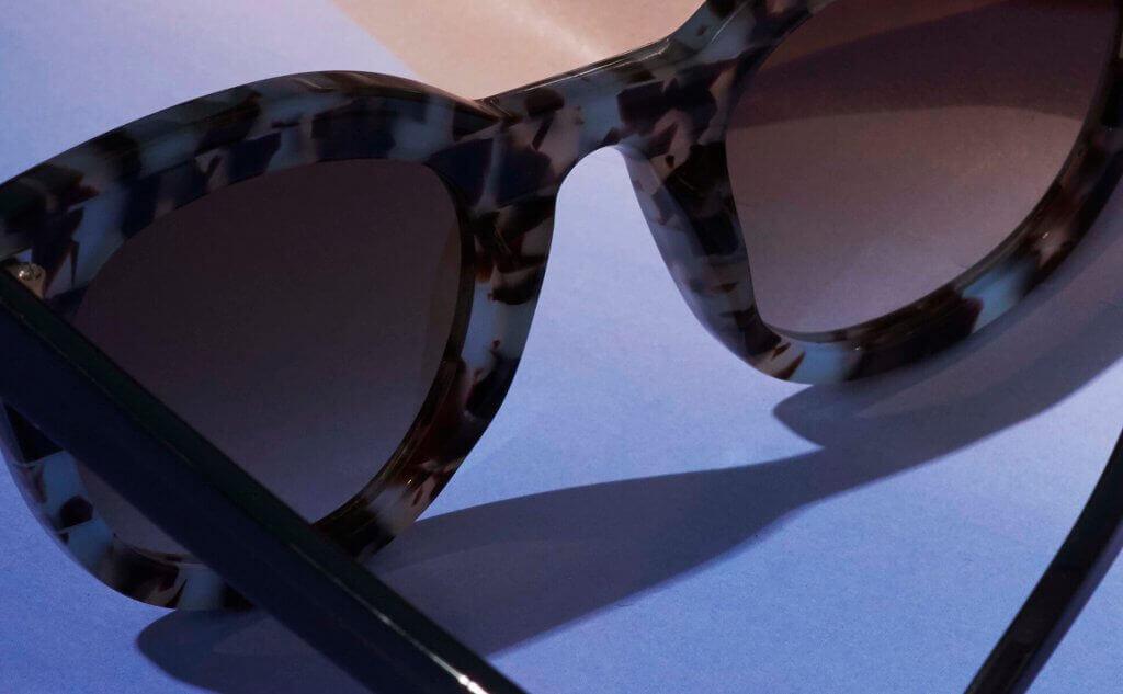 Nahaufnahme von einer Brille von Gobi