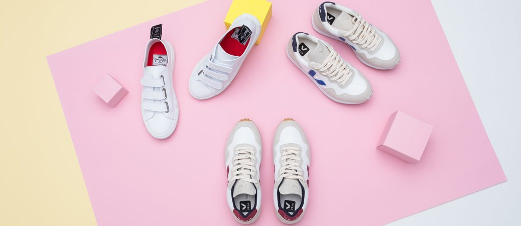 Weiße Sneaker von Veja und GoodGuys