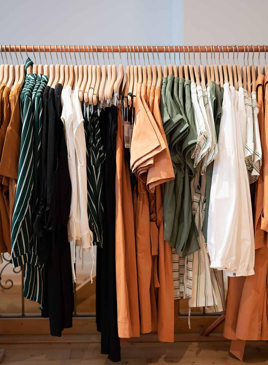 nachhaltige mode - was es bedeutet & wie du sie erkennst