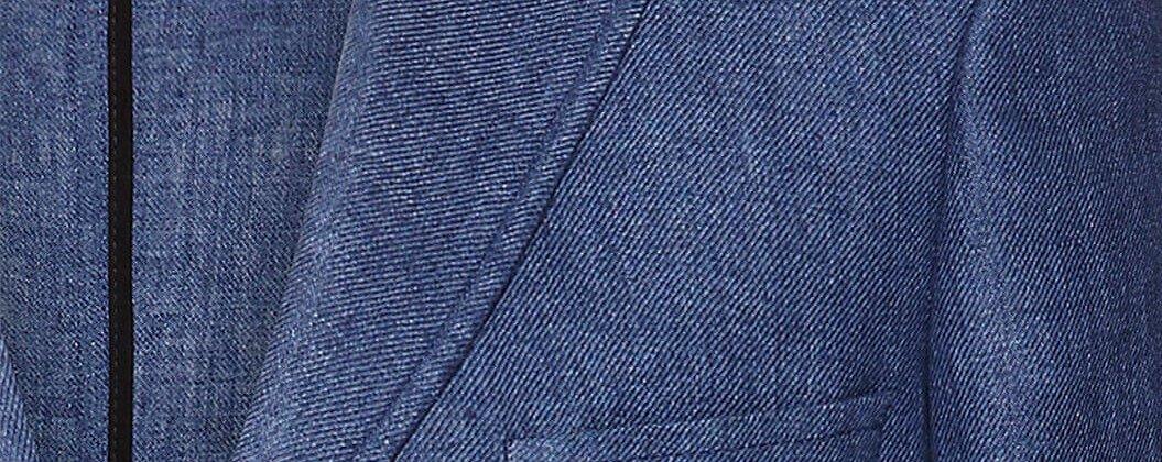 Detailaufnahme von Jackett aus blauem Leinenstoff