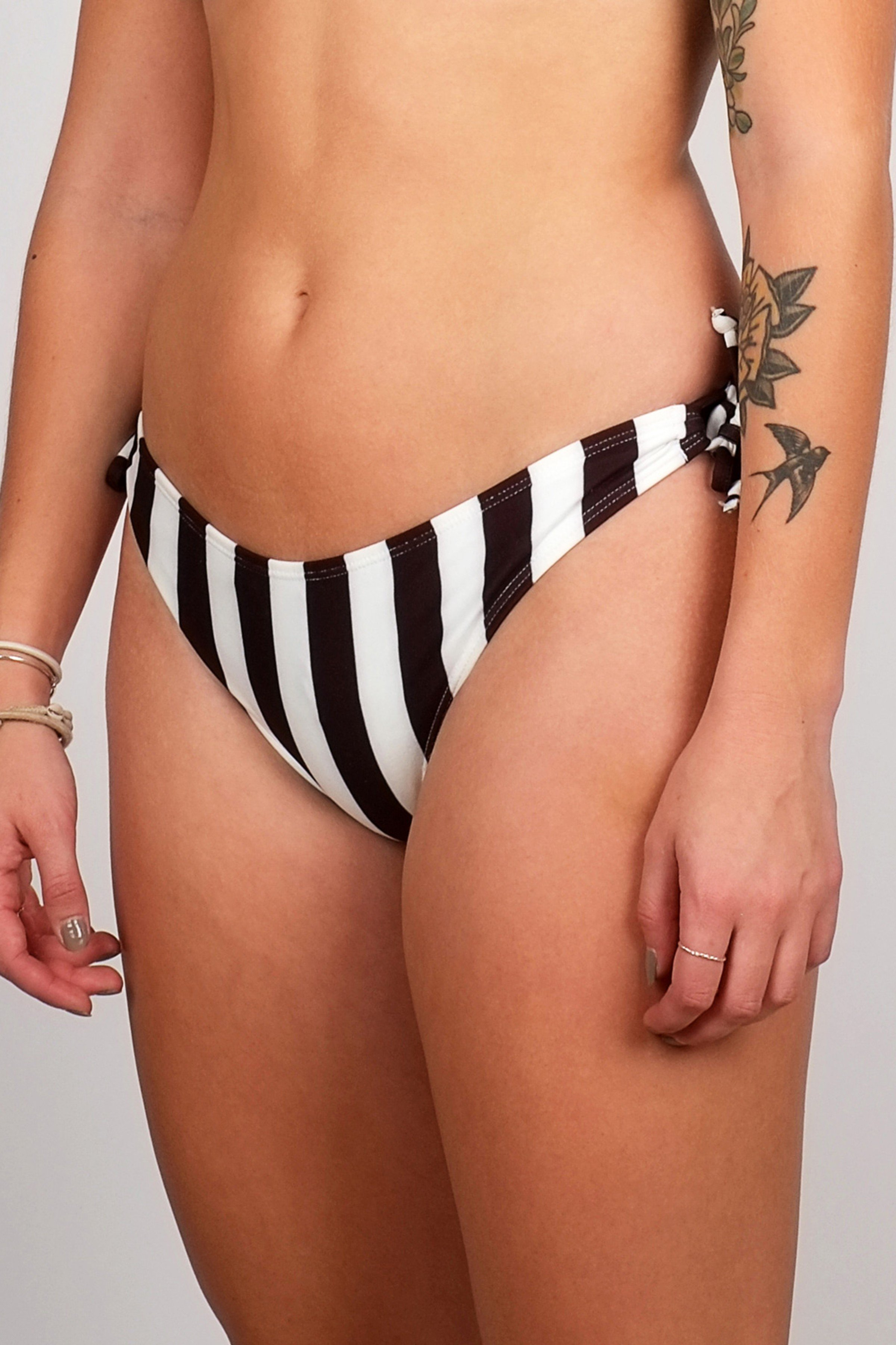 Bikini Bottom Odda Big Stripes Weiss from LOVECO