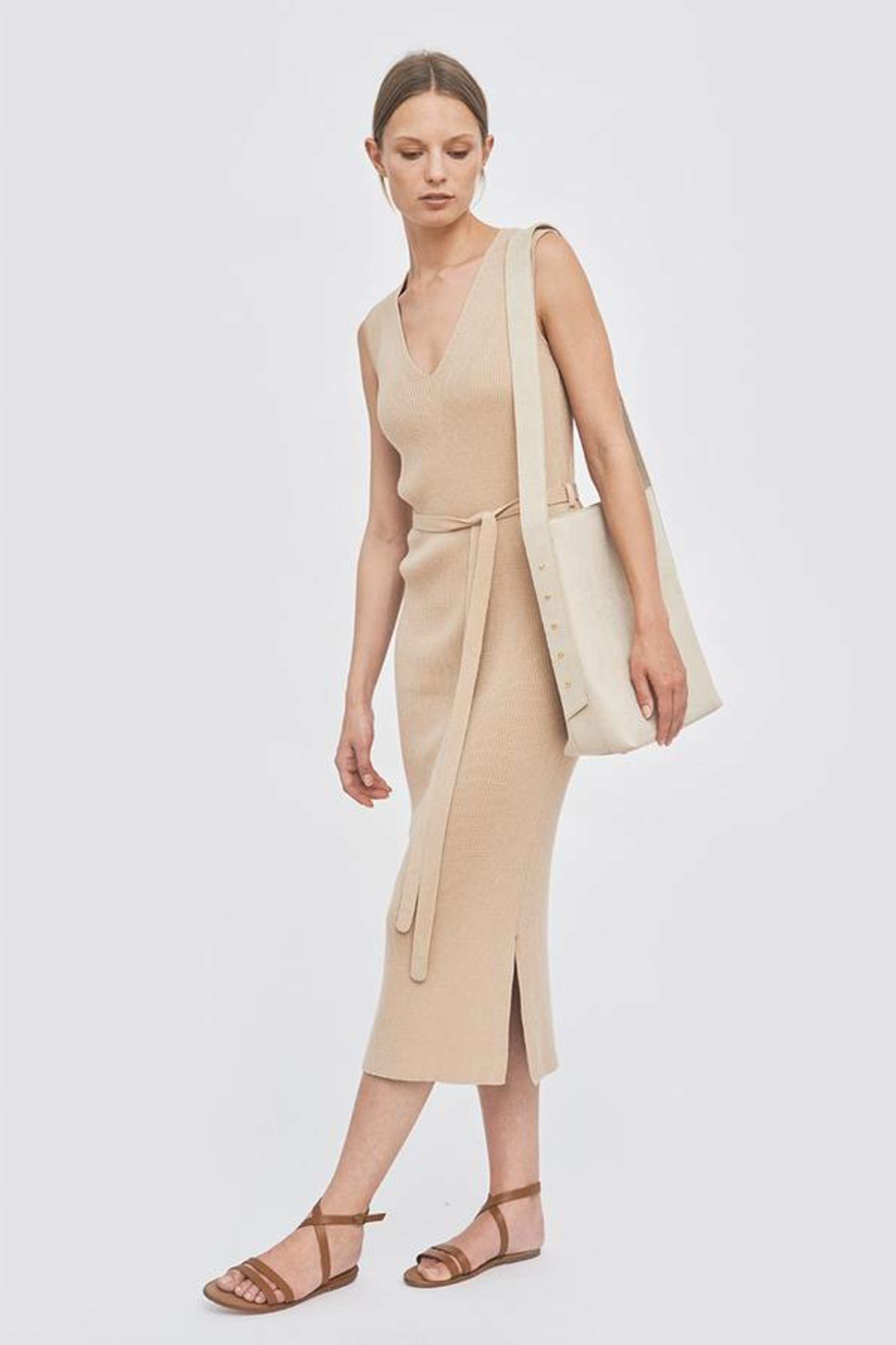 Kleid Knitted With a Belt Beige