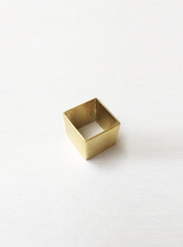 Bild-StudioJUX-SquareRing-brass-001